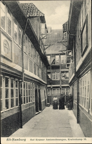 Ak Hamburg, Kraienkamp 10, Amtswohnungen, Hof Kramer, Personen, offene Fenster