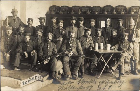 Foto Ak Nürnberg, Deutsche Soldaten in Uniformen, Gruppenportrait, Gewehre