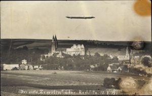 Foto Ak Rochlitz an der Mulde, Zeppelin über der Stadt, 18.8.1911