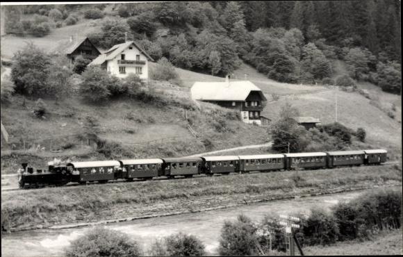 Foto Ak Österreichische Eisenbahn, Dampflokomotive, Waggons