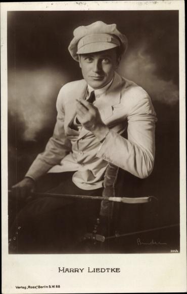 Ak Schauspieler Harry Liedtke, Portrait, Mütze, Zigarette, Gehstock