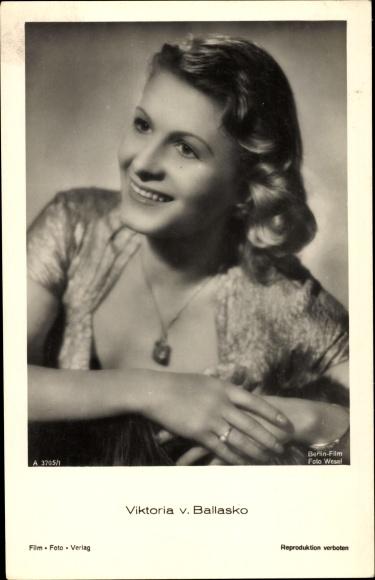 Ak Schauspielerin Viktoria von Ballasko, Portrait, Halskette, Berlin Film
