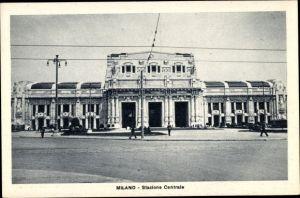 Ak Milano Mailand Lombardia, Stazione Centrale, Hauptbahnhof, Straßenseite
