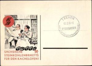 Künstler Ak Sächsische Steinkohlenbriketts für den Kachelofen, Mann m. Zeitung, rauchend, Strickzeug