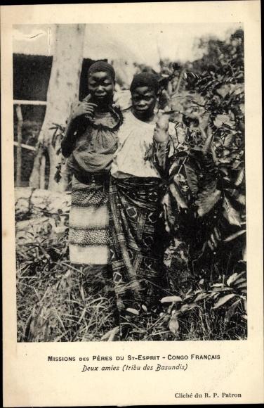 Ak Französisch Kongo, Deux amies, tribu des Basundis, portrait, Missions des Pères du St Esprit