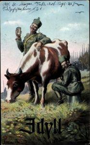 Künstler Ak Idyll, Soldaten melken eine Kuh