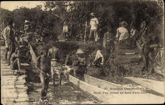 Ak Afrique Occidentale, Halte d'un convoi au bord d'une rivière 0