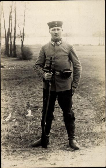 Foto Ak Deutscher Soldat in Uniform, Gewehr, I. WK