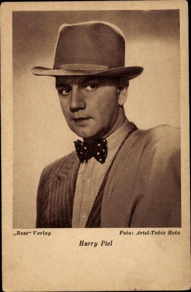 Ak Schauspieler Harry Piel, Portrait in Hut 0
