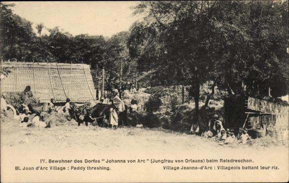 Ak Bewohner des Dorfes Johanna von Arc, Reisdreschen