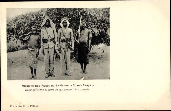 Ak Französisch Kongo, Missions des Pères du St. Esprit, Deux miliciens et leurs boyes