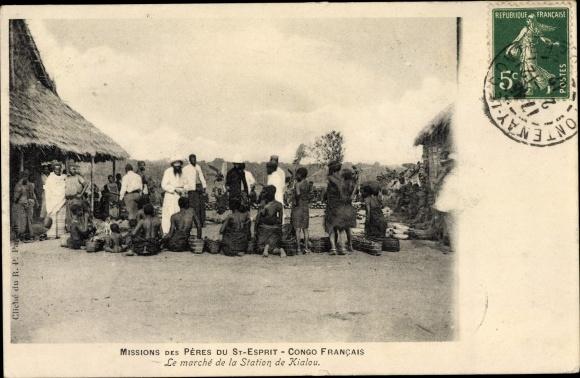 Ak Französisch Kongo, Missions des Pères du St. Esprit, Le marché de la Station de Kialou 0
