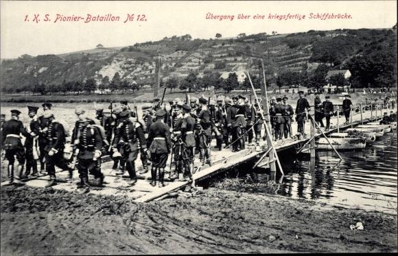 Ak 1. K. S. Pionier Bataillon No. 12, Übergang einer kriegsfertige Schiffbrücke 0