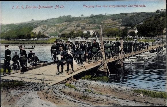 Ak 1. K. S. Pionier Bataillon No. 12, Übergang über eine kriegsmässige Schiffbrücke