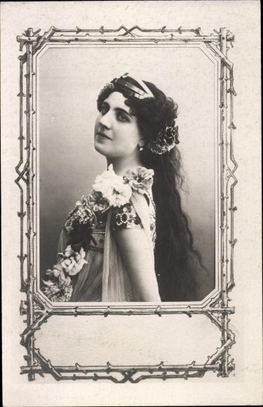 Passepartout Ak Allegorie auf den Frühling, Frau m. Blumenschmuck, Portrait