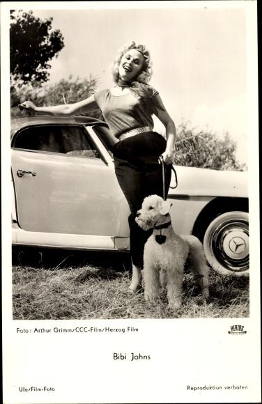 Ak Schauspielerin Bibi Johns, Portrait, Pudel, Mecedes Benz Sportwagen