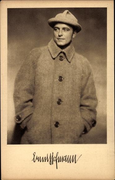 Ak Schauspieler Ernst Hofmann, Portrait, Mantel