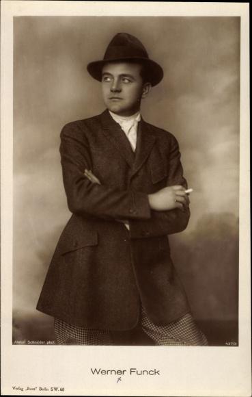 Ak Schauspieler Werner Funck, Portrait, Zigarette, Hut 0