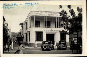 Foto Ak Fort de France Martinique, Credit Martinique, Autos, Straßenpartie