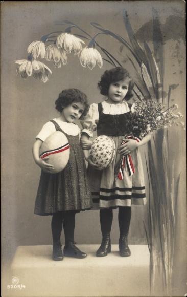 Ak Glückwunsch Ostern, Mädchen, Portrait, Ostereier, Weidenkätzchen, Blumen, Fahne d. Kaiserreichs