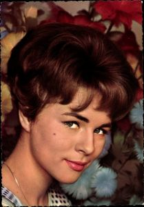 Ak Schauspielerin Conny Cornelia Froboess, Junge Leute brauchen Liebe, Conny
