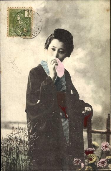 Ak Japanerin in Kimono, Standportrait