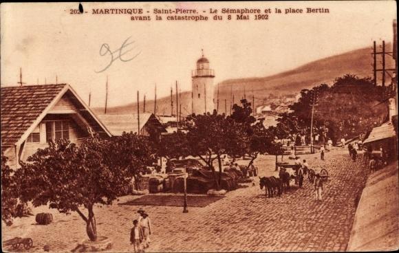 Ak Saint Pierre Martinique, Le Sémaphore et la place Bertin avant la catastrophe du 8 Mai 1902
