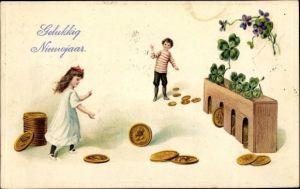 Präge Ak Glückwunsch Neujahr, Gelukkig Nieuwjaar, Rollspiel mit Münzen, Klee, Kinder