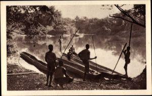 Ak Französisch Kongo, Pecheurs congolais, Fischer, Boote