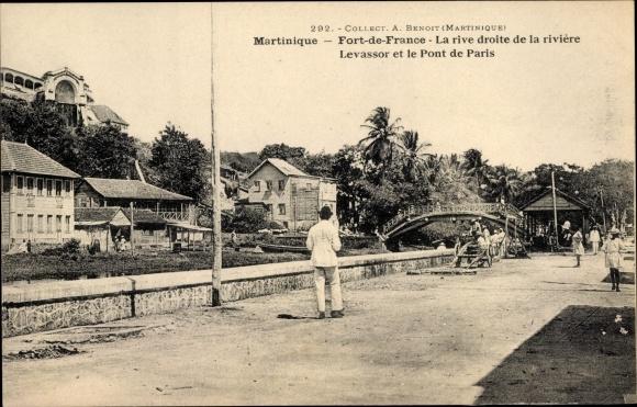Ak Fort de France Martinique, La rive droite de la rivière Levassor, Pont de Paris