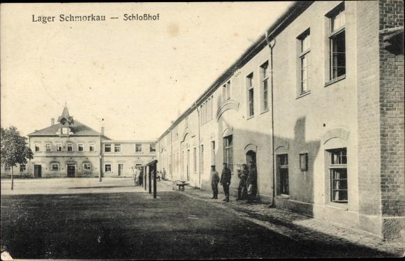 Ak Schmorkau Neukirch Sachsen, Lager Schmorkau, Schlosshof