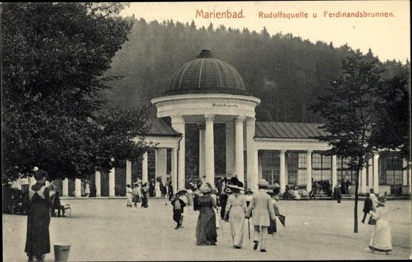 Ak Mariánské Lázně Marienbad Reg. Karlsbad, Rudolfsquelle, Ferdinandsbrunnen