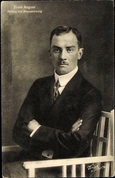 Ak Herzog Ernst August von Braunschweig Lüneburg, Sitzportrait, Wohlfahrt