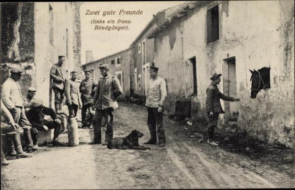 Ak Zwei gute Freunde, französischer Blindgänger, Soldaten, Hund, Pferd, I. WK