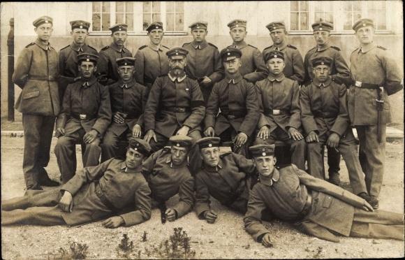 Foto Ak Deutsche Soldaten in Uniformen, Gruppenfoto, I. WK