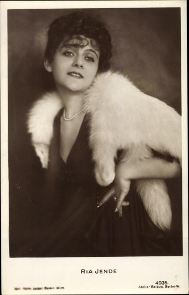 Ak Schauspielerin Ria Jende, Portrait, Fuchstola