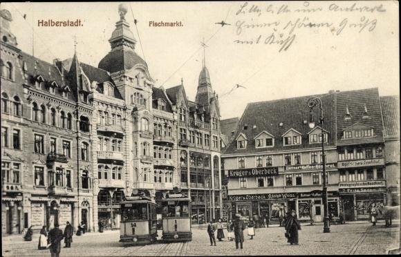 Ak Halberstadt in Sachsen Anhalt, Fischmarkt, Straßenbahnen 14 & 1 nach Hauptbahnhof, Fußgänger