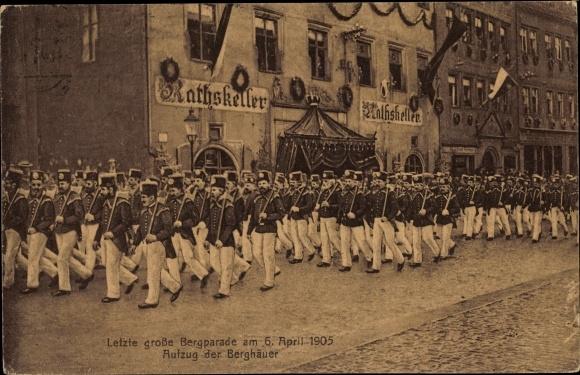 Ak Freiberg in Sachsen, Letzte große Bergparade 1905, Aufzug der Berghäuer, Ratskeller 0