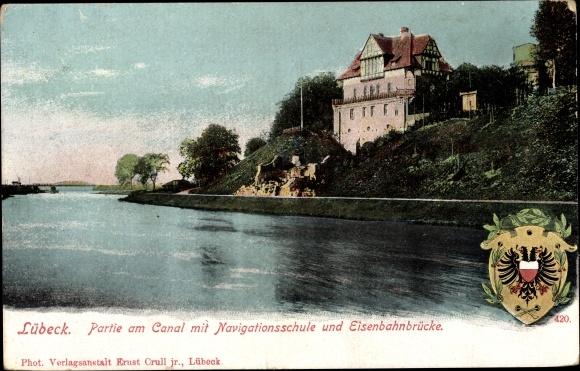 Ak Lübeck in Schleswig Holstein, Partie am Kanal mit Navigationsschule und Eisenbahnbrücke 0