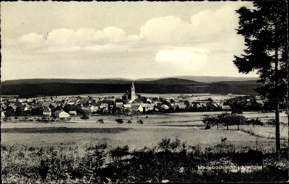 Ak Medebach im Hochsauerlandkreis, Gesamtansicht, Kirche 0