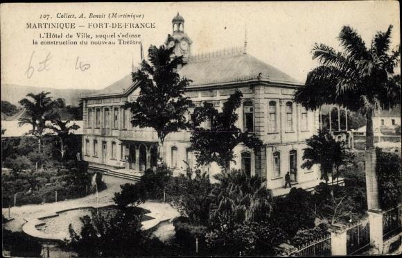 Ak Fort de France Martinique, L'Hôtel de Ville, auquel s'adosse la construction du nouveau Théâtre 0