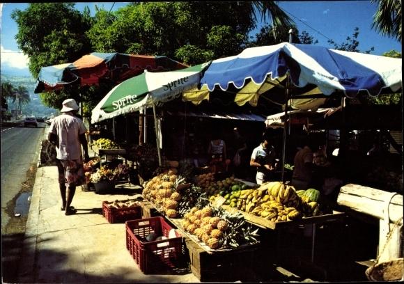 Ak Île de la Réunion, St. Gilles les Bains, Marchand de fruits, parapluies, ananas, bananes, melons