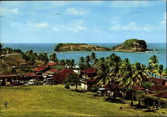 Ak Sainte Marie Martinique, vue partielle du village, plage, îlet, palmiers