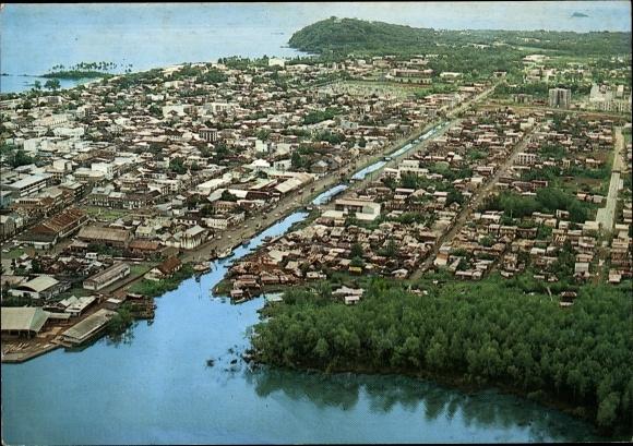 Ak Cayenne Guyane Francaise Französisch Guayana, vue aérienne, la Crique, côte