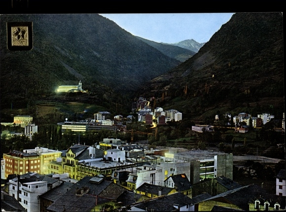 Ak Escaldes-Engordany Andorra, vue partielle nocturne, vallée, blason