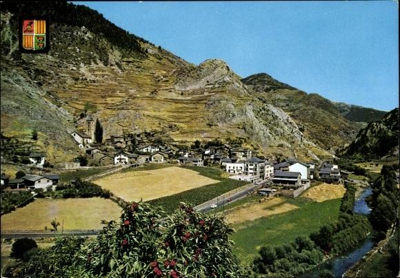 Ak Canillo Andorra, vue générale d'en haut, paysage montagneux, rivière, blason
