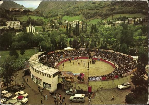 Ak Escaldes-Engordany Andorra, Place des Taureaux, vue aérienne, spectateurs