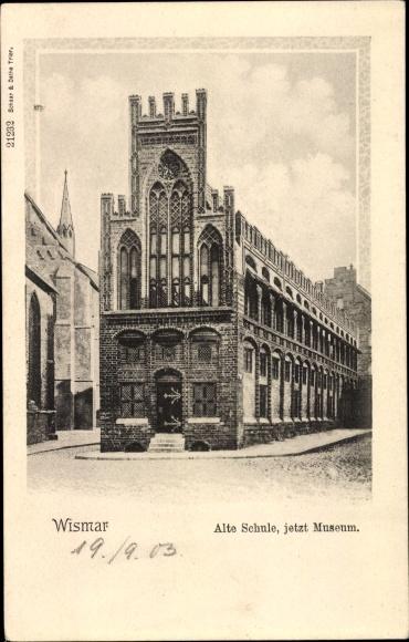 Ak Wismar in Mecklenburg Vorpommern, Museum, alte Schule, Totalansicht, Fassade, Eingangstüre 0