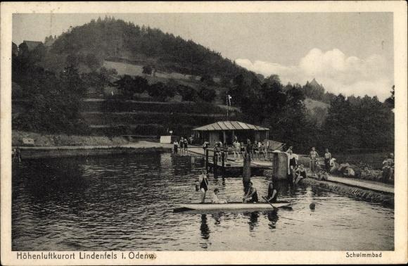 Ak Lindenfels im Odenwald Hessen, Schwimmbad, Badegäste, Kanu, Steg, bewaldter Hügel 0