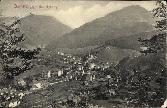 Ak Eisenerz Steiermark, Panorama vom Ort gegen den Erzberg 0